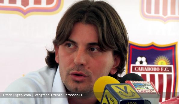 http://gradadigital.com/home/wp-content/uploads/2013/06/jhonny_ferreira_presentacion_carabobo_futbol_club_060620131.jpg