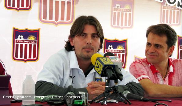 http://gradadigital.com/home/wp-content/uploads/2013/06/jhonny_ferreira_rafael_lacava_presentacion_carabobo_futbol_club_06062013_2.JPG