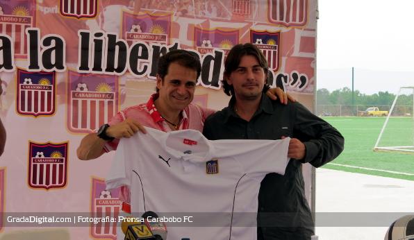 http://gradadigital.com/home/wp-content/uploads/2013/06/jhonny_ferreira_rafael_lacava_presentacion_carabobo_futbol_club_06062013_3.JPG