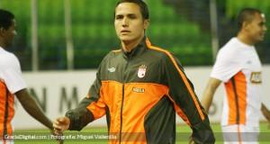 Santa Fe no puede inscribir a Luis Manuel Seijas en la Copa Libertadores