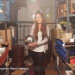 Eliana en el depósito en su hogar
