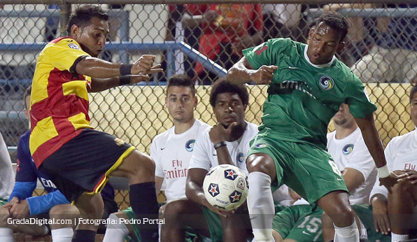 http://gradadigital.com/home/wp-content/uploads/2013/09/diomar_diaz_fort_lauderdale_strikers_new_york_cosmos_21092013_1.JPG
