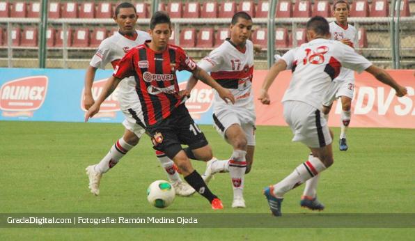 http://gradadigital.com/home/wp-content/uploads/2013/09/mauricio_parra_deportivo_lara_portuguesa_copa_venezuela_07092013_9.jpg