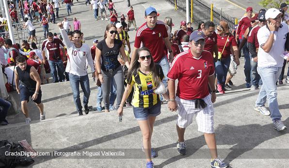 aficion_aficionada_venezuela_paraguay_11102013