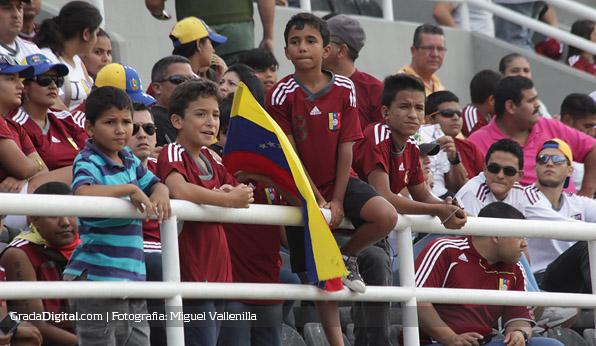 aficion_nenes_venezuela_paraguay_11102013