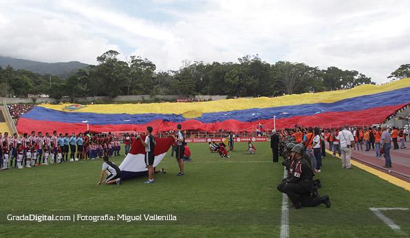 aficion_pueblo_nuevo_venezuela_paraguay_11102013_2