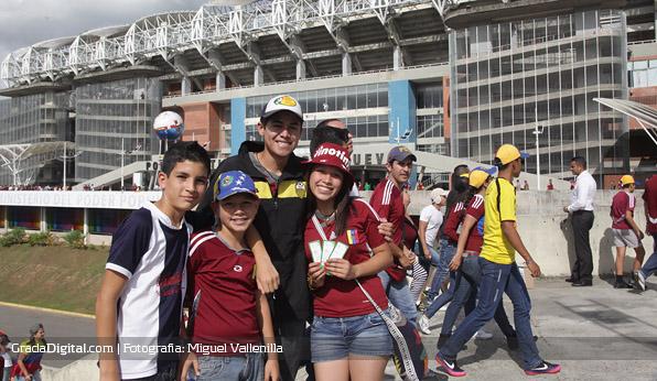 aficion_venezuela_paraguay_11102013_2