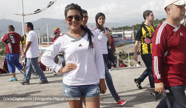 aficionada_venezuela_paraguay_11102013