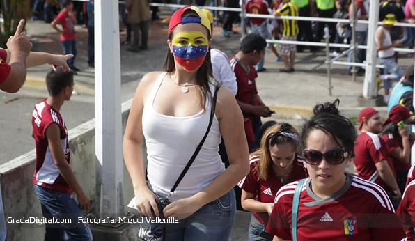 aficionada_venezuela_paraguay_11102013_2