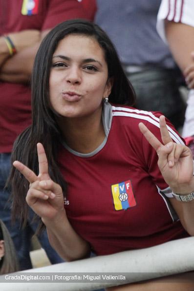 aficionada_venezuela_paraguay_11102013_3