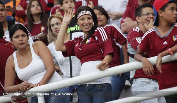 aficionada_venezuela_paraguay_11102013_4