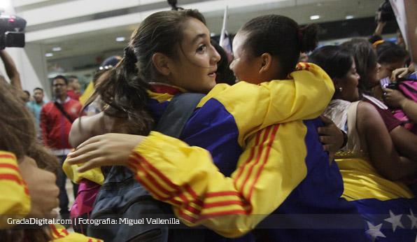 deyna_castellanos_venezuela_sudamericano_sub17_llegada_maiquetia_01102013_2