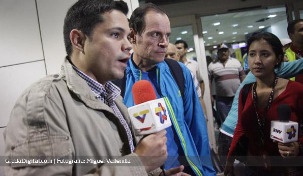 kenneth_zseremeta_venezuela_sudamericano_sub17_llegada_maiquetia_01102013