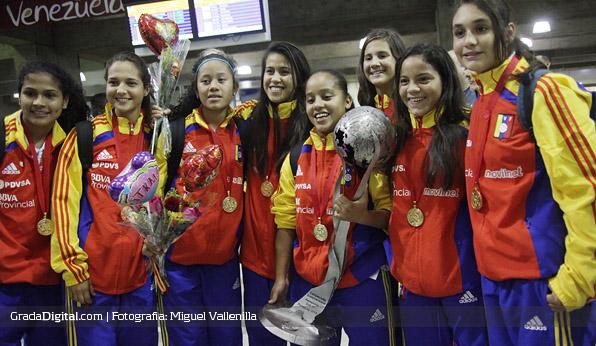 http://gradadigital.com/home/wp-content/uploads/2013/10/venezuela_sudamericano_femenino_sub17_llegada_maiquetia_01102013.jpg