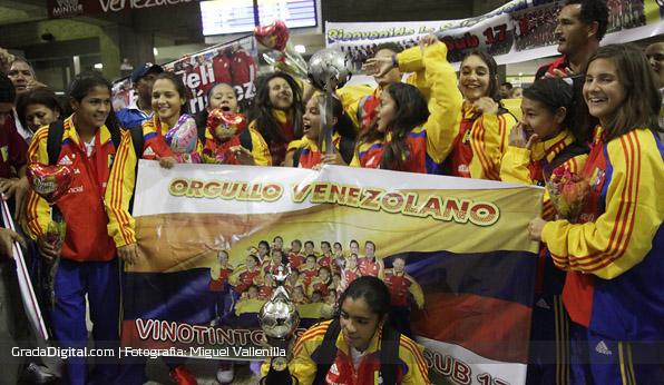 http://gradadigital.com/home/wp-content/uploads/2013/10/venezuela_sudamericano_sub17_llegada_maiquetia_01102013.jpg