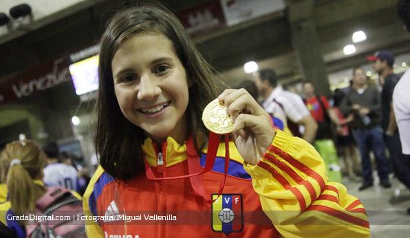 veronica_herrera_venezuela_sudamericano_femenino_sub17_llegada_maiquetia_01102013