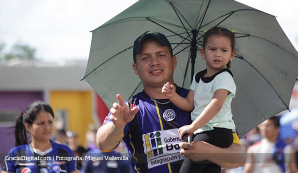 http://gradadigital.com/home/wp-content/uploads/2013/12/aficionado_bebe_mineros_cdlara_15122013.jpg