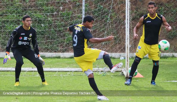http://gradadigital.com/home/wp-content/uploads/2013/12/deportivo_tachira_entrenamiento_gelmin_rivas_carlos_salazar_23122013.jpg