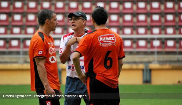 http://gradadigital.com/home/wp-content/uploads/2013/12/jose_manuel_rey_ali_canas_deportivo_lara_19122013_1.jpg
