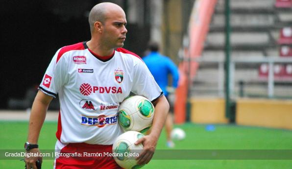 http://gradadigital.com/home/wp-content/uploads/2013/12/joseph_canas_deportivo_lara_19122013.jpg