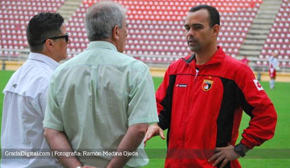 http://gradadigital.com/home/wp-content/uploads/2013/12/rafael_dudamel_deportivo_lara_19122013_2.jpg