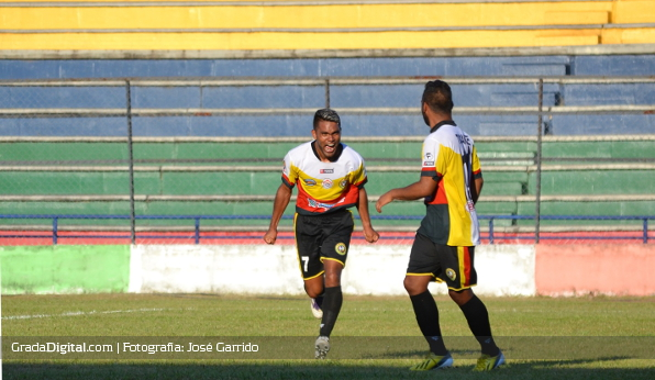 http://gradadigital.com/home/wp-content/uploads/2014/01/argenis_gomez_torneo_clausura_tucanes_amazonas_atletico_venezuela_11012014.jpg