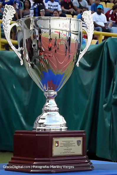 http://gradadigital.com/home/wp-content/uploads/2014/01/trofeo_apertura_mineros_zulia_12012014.jpg