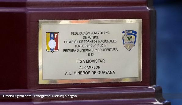 http://gradadigital.com/home/wp-content/uploads/2014/01/trofeo_apertura_mineros_zulia_12012014_1.jpg