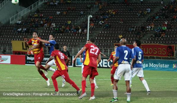 http://gradadigital.com/home/wp-content/uploads/2014/02/alejandro_cichero_javier_gonzalez_deportivo_anzoategui_atletico_venezuela_torneo_clausura_01022014.jpg