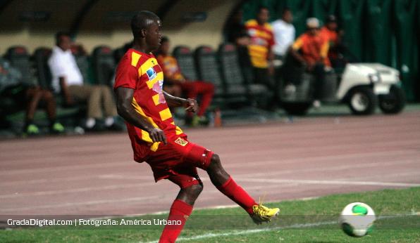http://gradadigital.com/home/wp-content/uploads/2014/02/jhonny_mirabal_deportivo_anzoategui_atletico_venezuela_torneo_clausura_01022014.jpg