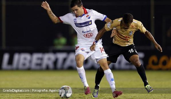 http://gradadigital.com/home/wp-content/uploads/2014/02/luis_ovalle_nacional_paraguay_zamora_copa_libertadores_20022014_1.jpg
