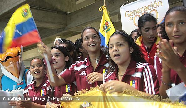 deyna_castellanos_recibimiento_venezuela_sub17_05042014