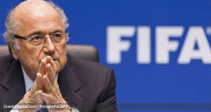 Blatter deja la presidencia de la FIFA: «Pongo mi renuncia a disposición»