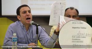 Almatni: «Acá muestro la firma de Juana Suárez al estar de acuerdo en disputar la Jornada 7»