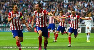 Godín dice que en España se sacan fotos con Messi antes de jugar contra él