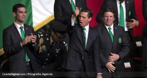 Presidente Nieto abanderó a la selección de México