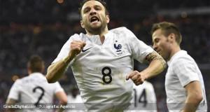 Valbuena comanda aplastante victoria de Francia