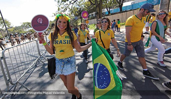 aficionada_brasil_chile_28062014_2