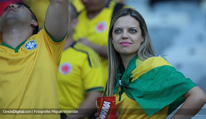 aficionada_brasil_colombia_grecia_14062014