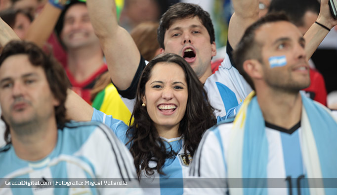 aficionados_argentina_bosniah_16062014_3