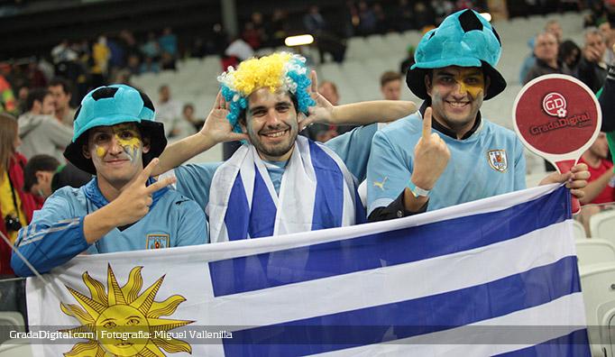 aficionados_uruguay_inglaterra_19062014