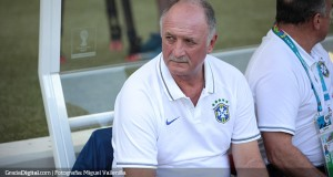 Scolari prueba 4-4-2 para medirse ante Alemania