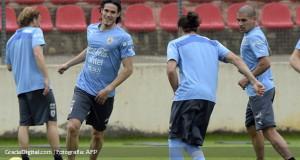 Forlán se recupera y Uruguay se prepara para el debut