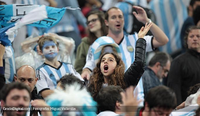 aficionada_argentina_holanda_argentina_09072014