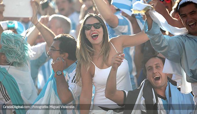 aficionada_argentina_suiza_01072014