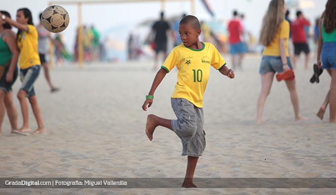 futbol_nene_brasil_copacabana_17062014