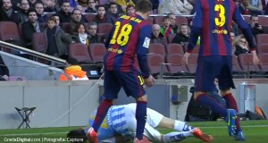 VIDEO | Jordi Alba le propinó dos patadas al venezolano Juanpi Añor