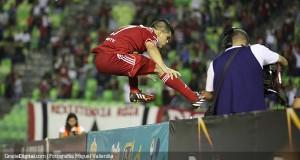 Caracas da un salto a la Libertadores y lucha su liderato