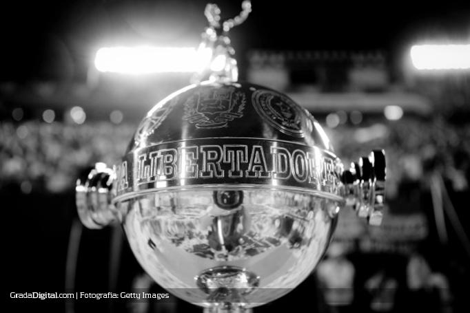 copa_libertadores_trofeo