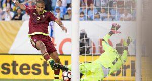 Rondón, primer venezolano que anota en tres ediciones de la Copa América